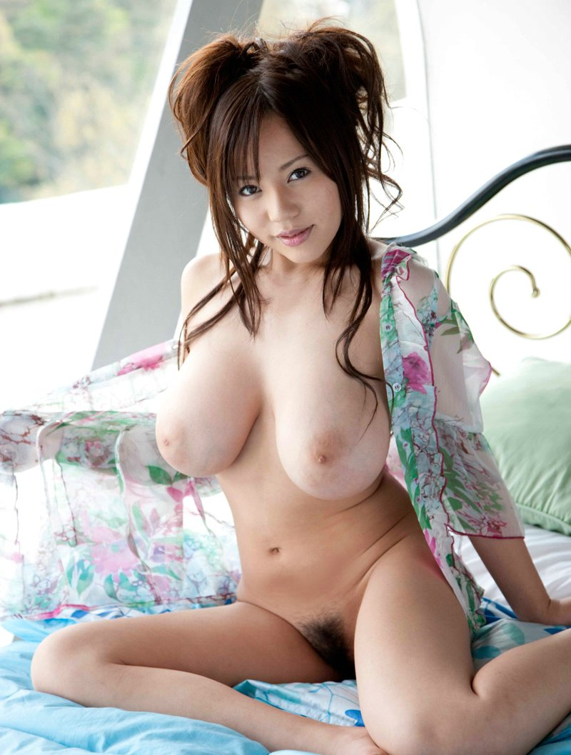 Busty japanese ruri saijo rubbing her pussy on a glass 3