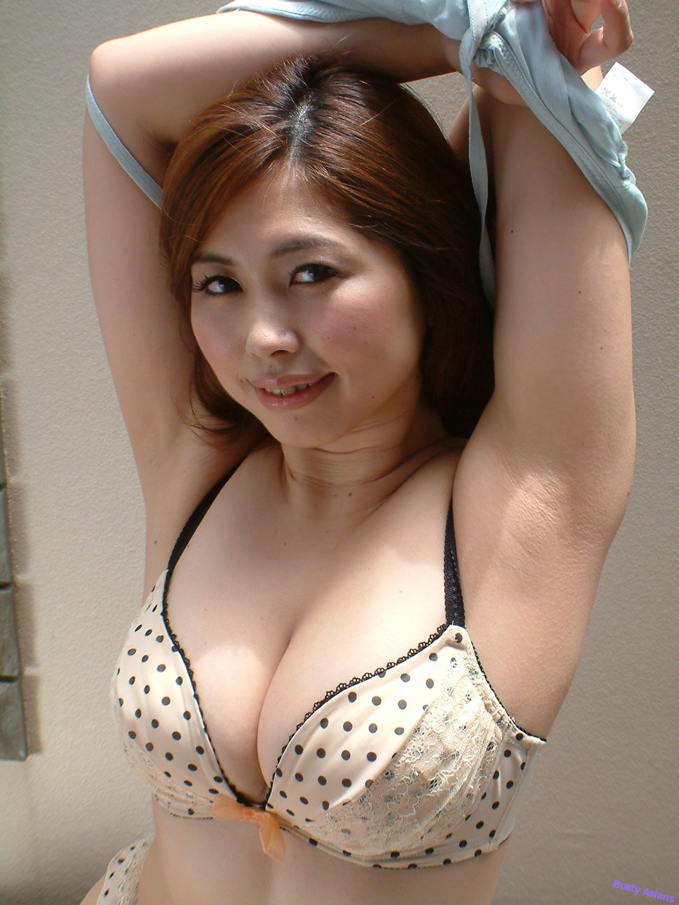 Busty asian lusoporno
